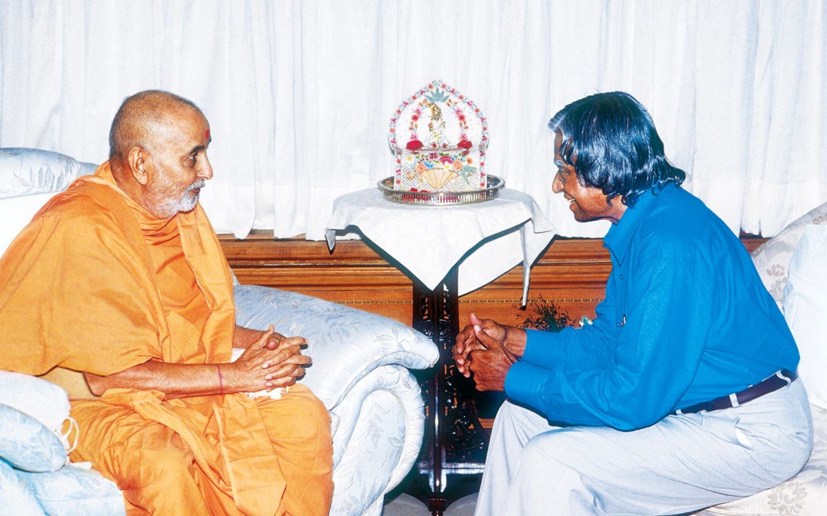 Pramukh Swami Maharaj with Dr. APJ Abdul Kalam